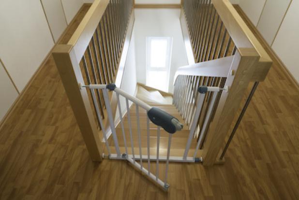 revue de pu riculture la barri re maxi secure munchkin. Black Bedroom Furniture Sets. Home Design Ideas