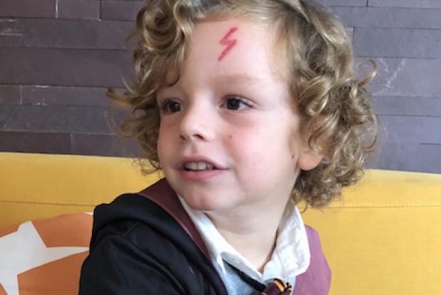 Un bébé qui a la même cicatrice que Harry Potter.