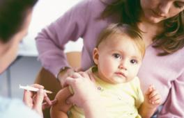 Enfant se faisant vaccciner
