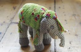 Jouet éléphant à tricoter
