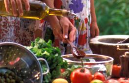 Table avec des fruits et legumes