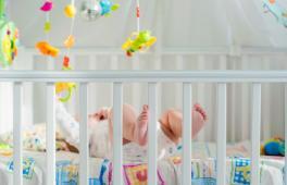On adore décorer la chambre de bébé avec des objets pratiques. Le mobile à accrocher au-dessus du lit de bébé est parfait pour occuper bébé et l'endormir !