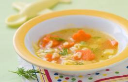 pâtes alphabet au saumon, carottes, et courgettes