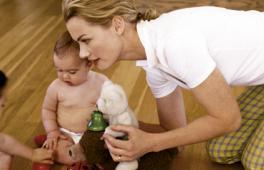 Travailler ou s'occuper du dernier-né, faut-il choisir ?