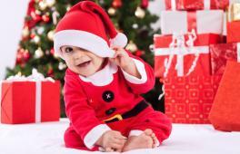 bébé avec un chapeau de Noël