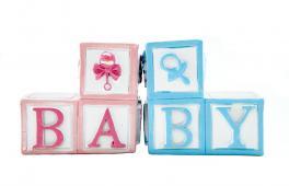 Des cubes qui forment le mot baby